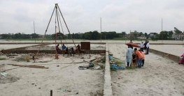 সাভারে বামুনি খাল দখল করে নির্মাণ কাজ চলছেই